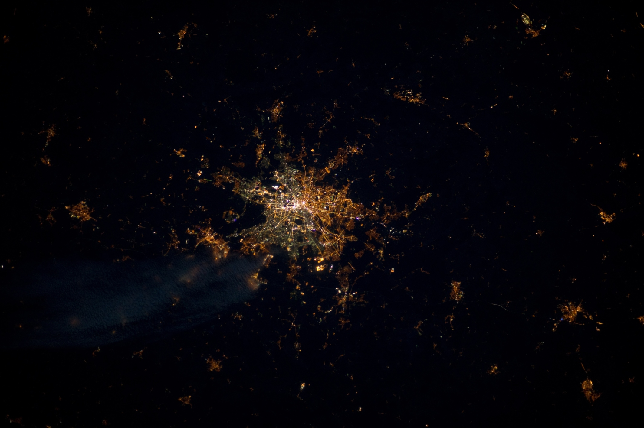 Different types of streetlighting show how Berlin was politically divided. ESA